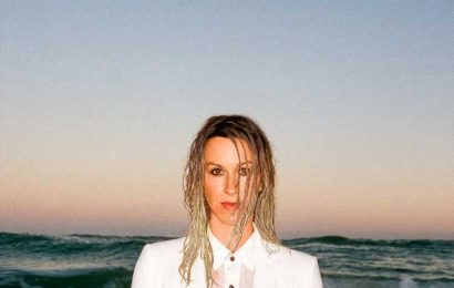Alanis Morissette Says She's 'Unschooling' Her Kids but 'Respects Conventional Schooling'