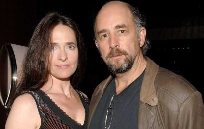 Richard Schiff Hospitalized After Testing Positive for COVID-19, Wife Sheila Kelley Is 'Still Fairly Ill'