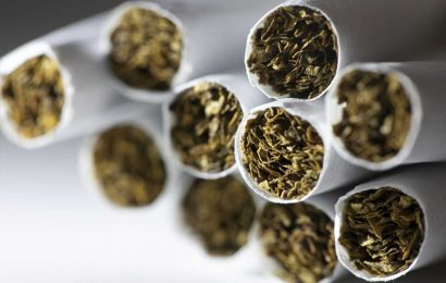 US adult smoking rate looks unchanged, vaping rate higher