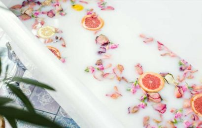 Here's Why You Should Be Adding Citrus Fruits To Your Bath