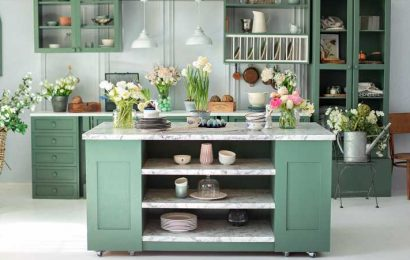 Here's How Color Is Replacing All-White Kitchens